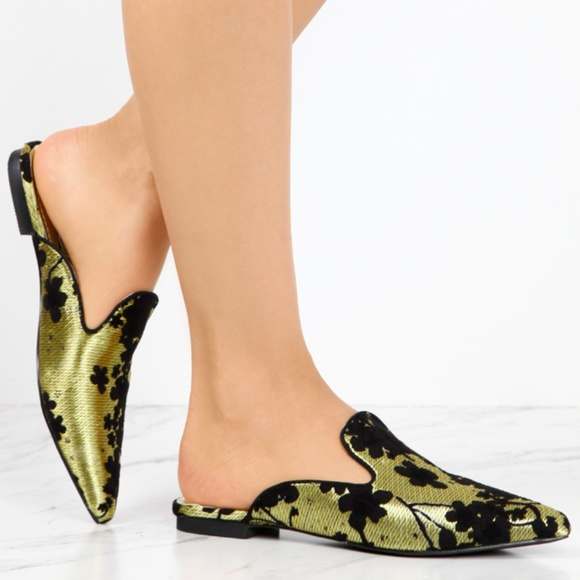 SHOEROOM21 BOUTIQUE Shoes - Ladies pointed toe slip on flat mules. Gold